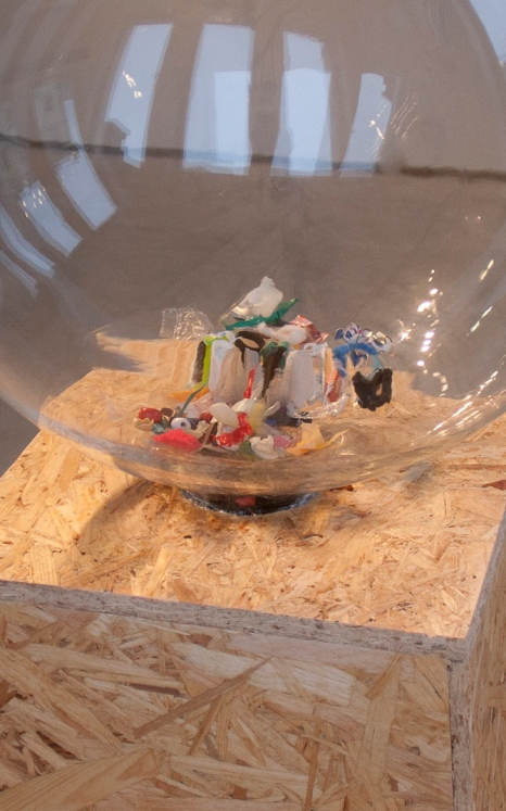 A glass ball with plastic particles found from the mouth of the baby